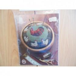 Borduurpakket Haan met kippen   Leuk om speldenkussen van te maken 10 x10 cm