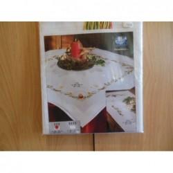 Dekservet Kerst   2113 compleet met garen wit kleed 80 x 80 cm
